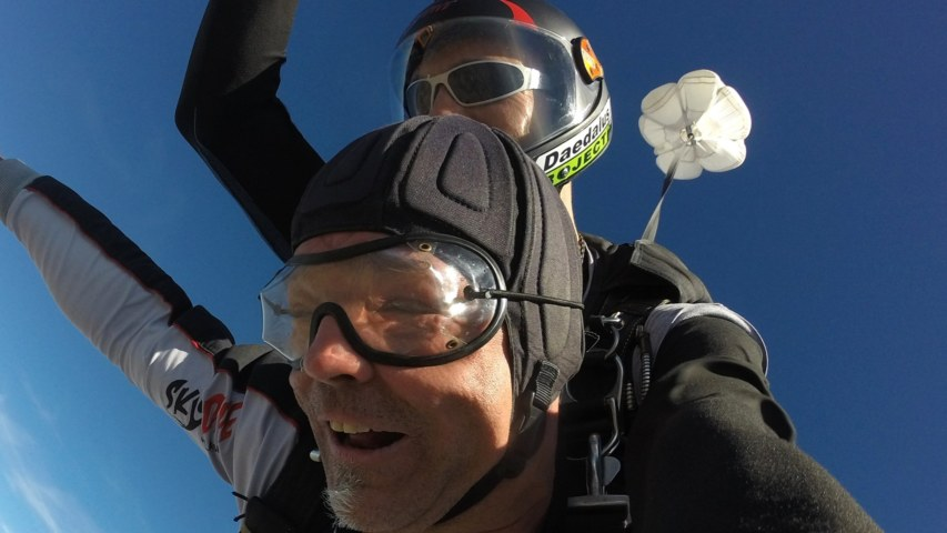 Skydive_2560x1440_acf_cropped